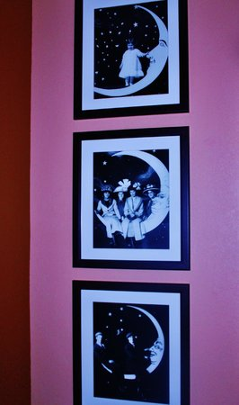 Moonrise Hotel : Art in our room