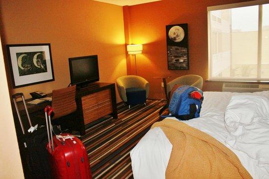 Moonrise Hotel : The room