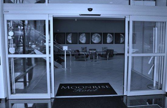 Moonrise Hotel : Hotel entrance