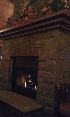 The Montana Club Restaurant - Butte: Cool fireplace