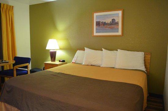 Ellis Island Hotel Las Vegas: King Size Bed