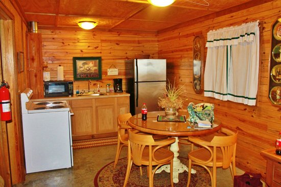Meadowlake Ranch: Kitchen and dining area