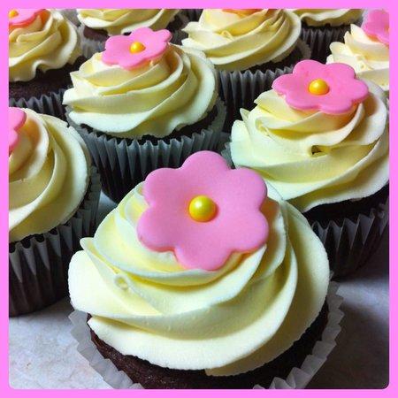 Bedford Cupcakes: getlstd_property_photo