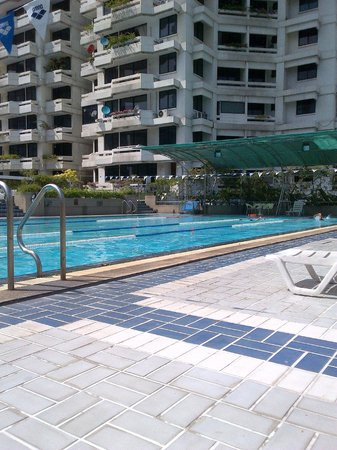 Trinity Silom Hotel: Nice Pool (but old, chemical water and sliding around)