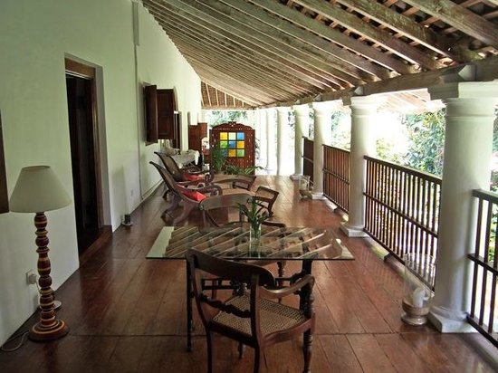 The Kandy House : Side verandah