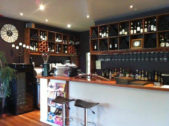 Ake Ake Vineyard Restaurant: Bar