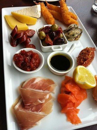 Ake Ake Vineyard Restaurant: Platter for two