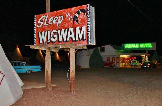 Wigwam Motel: Awesome sign