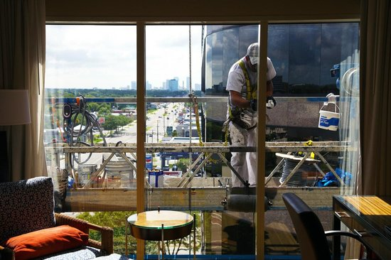 The Westshore Grand, A Tribute Portfolio Hotel, Tampa: Morning Maintenance