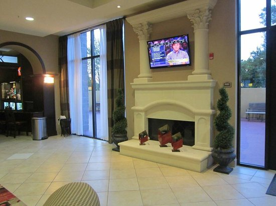 Holiday Inn Pensacola - University Area: entry sitting area
