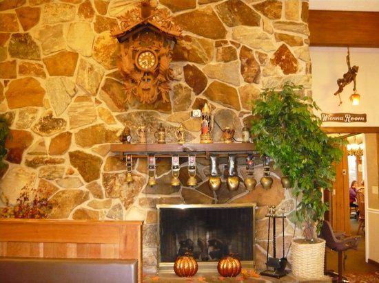 The Chalet in the Valley : Fireplace in restaurant