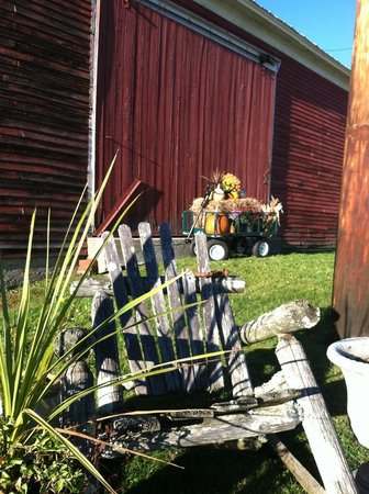 Red Clover Inn & Restaurant : Fall Decorations at the Inn