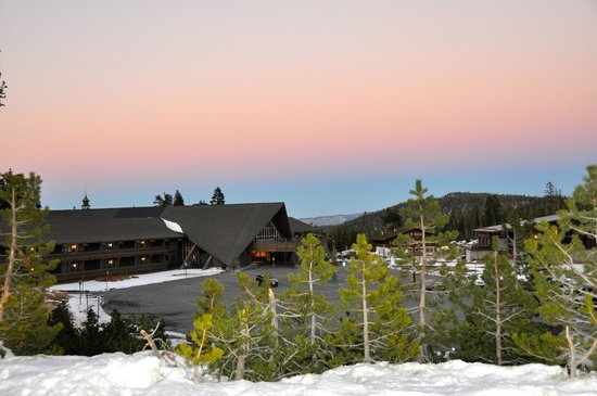 Mammoth Mountain Chalets: Beautiful sky at dusk.