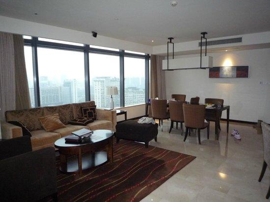 Oakwood Residence Hangzhou: Гостинная