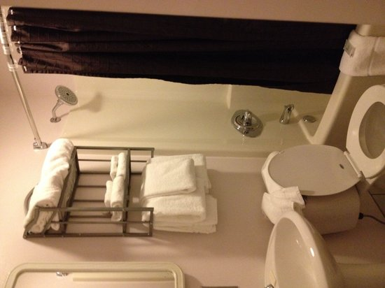 Traverse Bay Inn : Nicely appointed bath