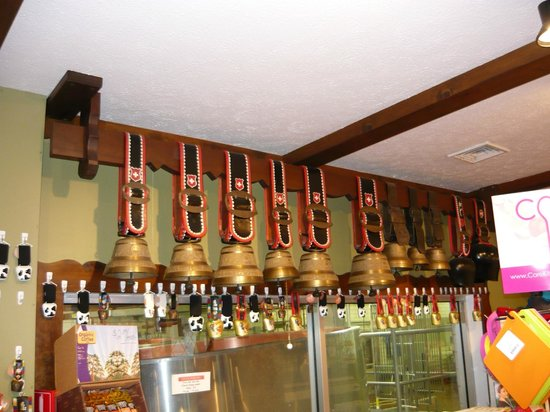 Guggisberg Cheese Factory: Cowbells and cheese
