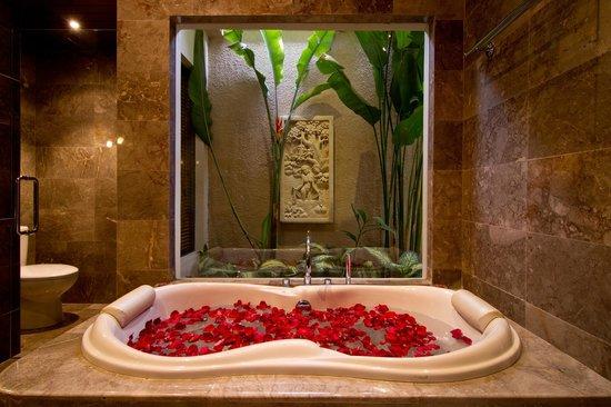 My Villas in Bali: Double Bath with Garden View
