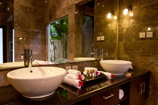My Villas in Bali : Marble Bathroom with Double Basins