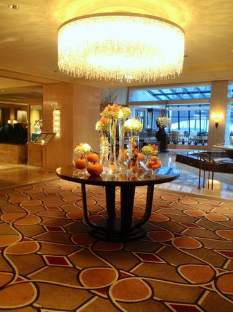 The Ritz-Carlton, Chicago: Lobby autumn display