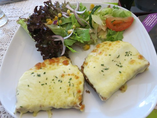 The Stonehouse Restaurant: Open fresh Cheese Toasted Sandwich