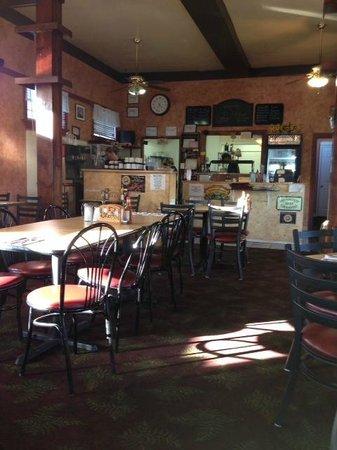 L's Kitchen: Tables in L's