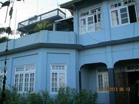 Alkananda Resort: Close view