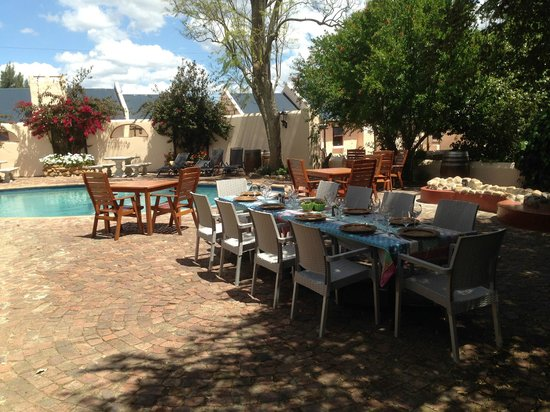 De Leeuwenhof Hotel/Guesthouse: the breakfast and dining area by the main pool