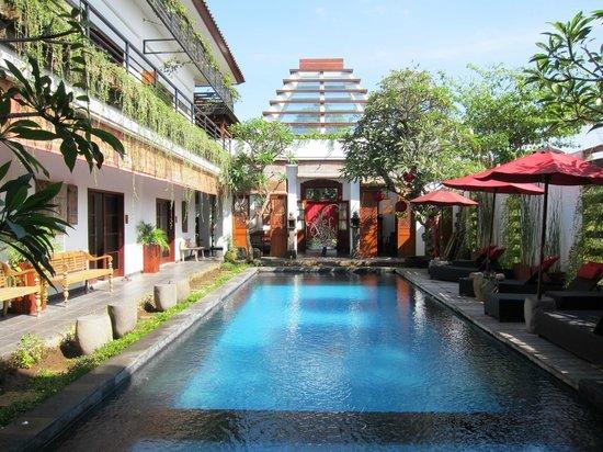 Kamar Kamar Rumah Tamu: Pool