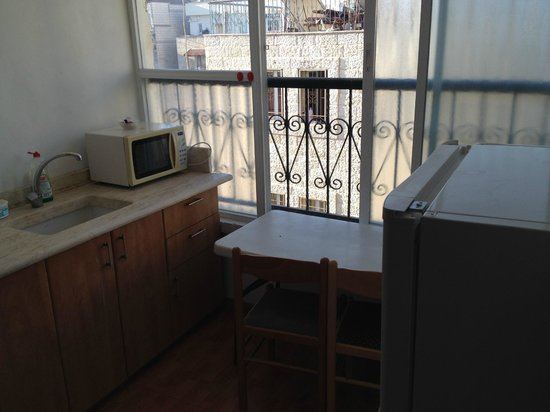 Avital House: Лоджия-кухня