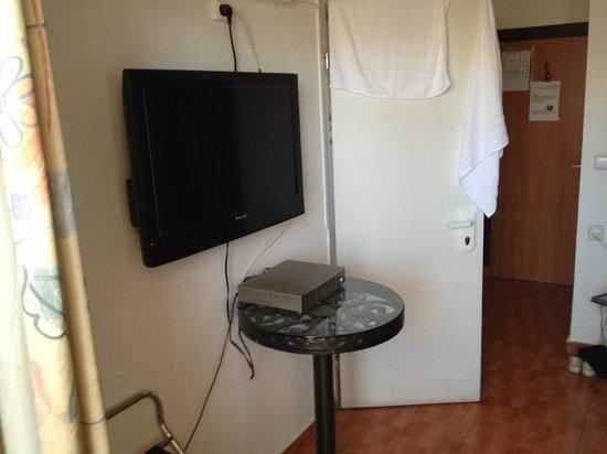 Avital House : В обоих комнатах были вот такие ТВ