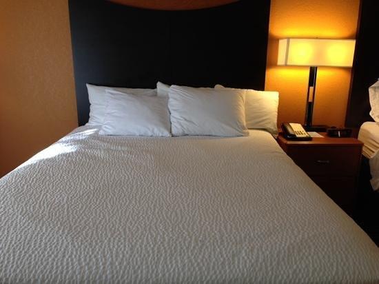 Fairfield Inn & Suites Houston I-10 West/Energy Corridor: clean bed