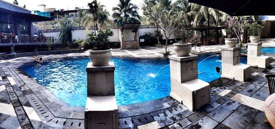 Hotel Ibis Pekanbaru : Great swimming pool