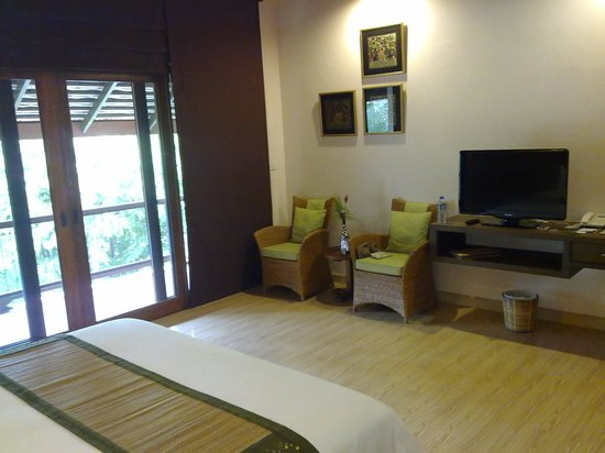 VC@Suanpaak Hotel & Serviced Apartment: Our room - spacious and very clean