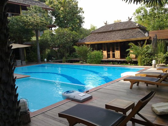 VC@Suanpaak Hotel & Serviced Apartment: Down by the pool
