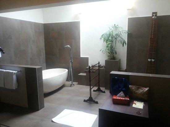 Old Kent Estates, Coorg: Dream Bathroom