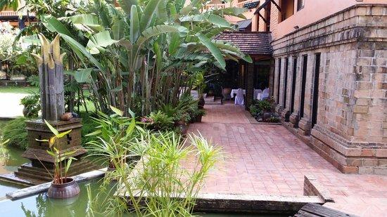 Holiday Garden Hotel: Exterior