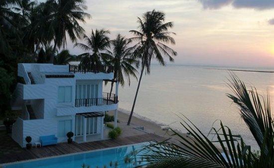 Villa Nalinnadda : sunrise view at the hotel