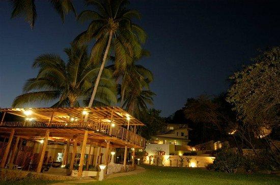El Cuco, El Salvador: Restaurant in foreground/Hotel in Background