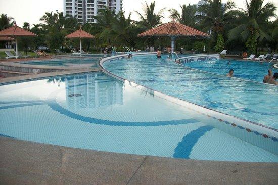 Le Meridien Kochi: Multilevel Pool Area