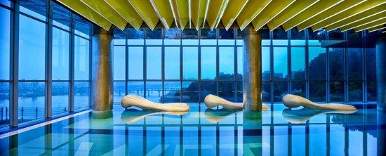 دابليو سيول والكرهيل: WET - Pool
