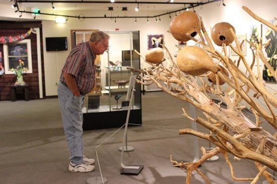 La Quinta Museum: Dad taking in the artwork