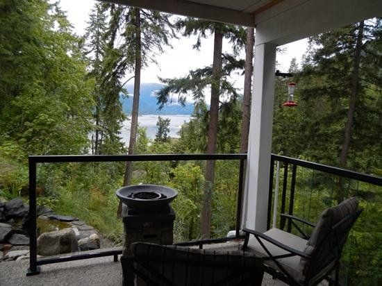 In the Selkirk Mountains B&B: Beautiful Peaceful View!