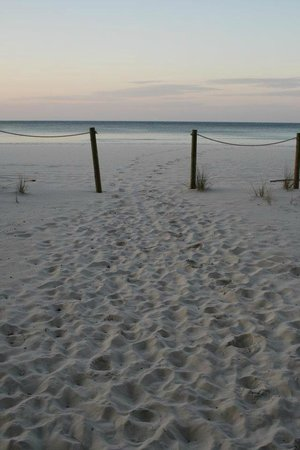 Ocean Towers Beach Club: entrance to the ocean