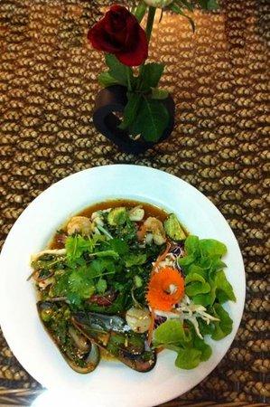Suriyo Thai: Thai seafood salad