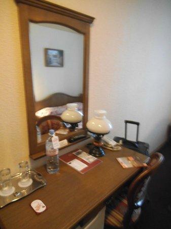 Forums Hotel: Bedroom