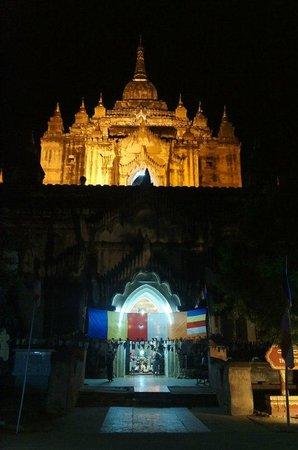 Thatbyinnyu Temple: ночью