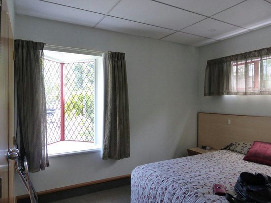 Amross Court Motor Lodge: Bedroom