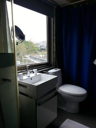 Qstay: Bathroom