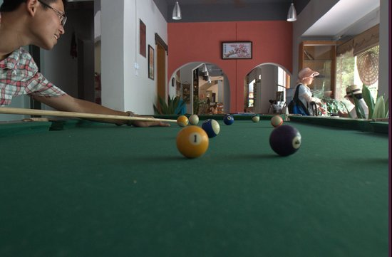 Guilin This Old Place International Youth Hostel : The billiard table in the lobby