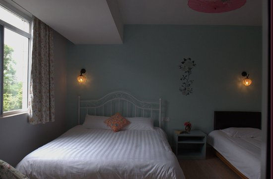 Guilin This Old Place International Youth Hostel: bright rooms, we love it